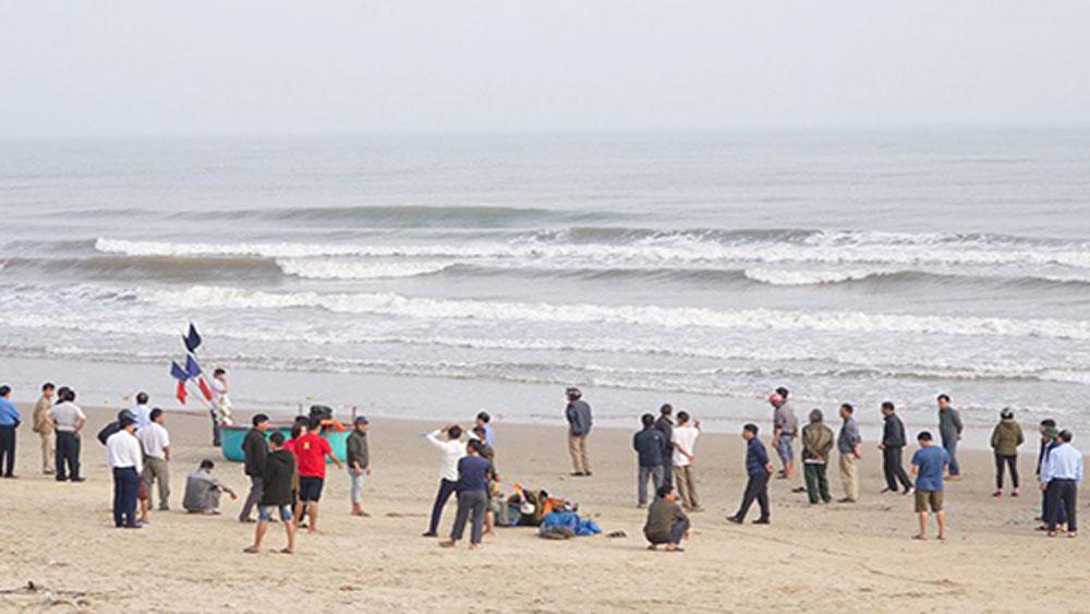 Hai nam sinh mất tích khi tắm biển